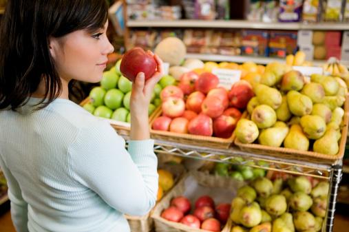 blog-smelling-fruit