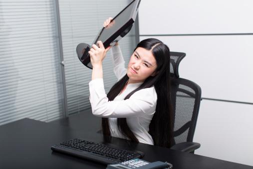 blog-throwing-computer